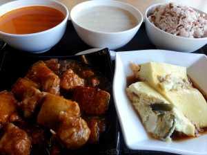0415 三色蒸蛋、南瓜炆排骨、蕃茄豬骨湯湯、芋頭粟米糖水